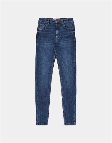 prendas azules  incorporar el color pantone del  en tu armario