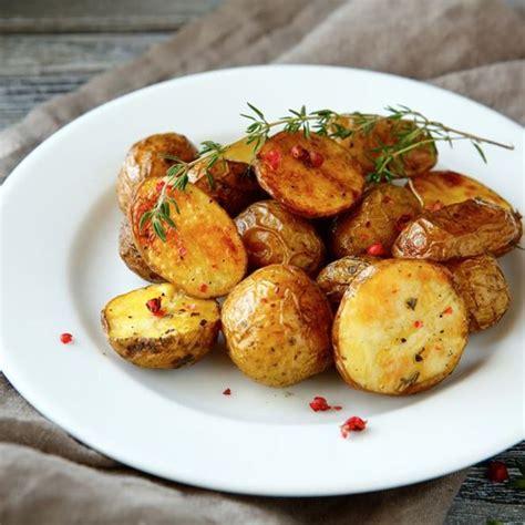 cuisiner pomme de terre grenaille recette pommes de terre grenaille au four facile rapide