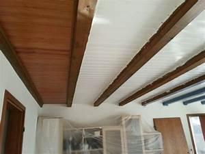 Eine Holzdecke Lackieren Mit Balken In Taubenblau Direkt