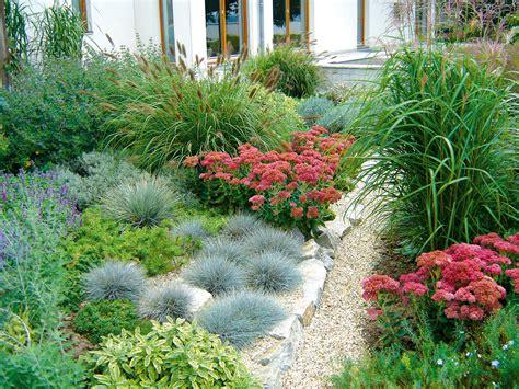 Garten Pflanzen Frühjahr by Gestaltung Staudenbeet Garten Garden Und Plants