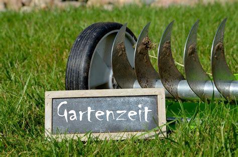 Rasen Vertikutieren Sommer by Vertikutieren Im Fr 252 Hjahr Luft F 252 R Den Rasen Garten Mix