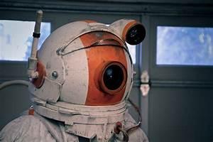 Futuristic Astronaut Helmet - Pics about space
