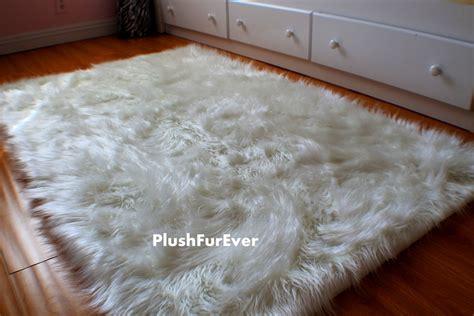 big fur rug large faux fur rug roselawnlutheran