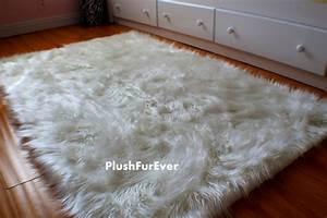 Tapis Fourrure Ikea : large faux fur rug roselawnlutheran ~ Teatrodelosmanantiales.com Idées de Décoration