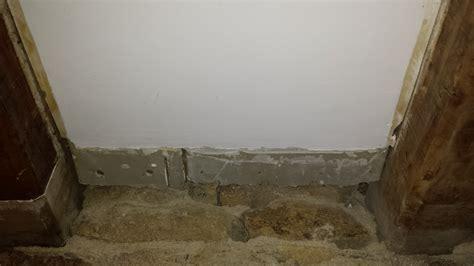 moisissure tapisserie chambre élégant moisissure mur chambre ravizh com