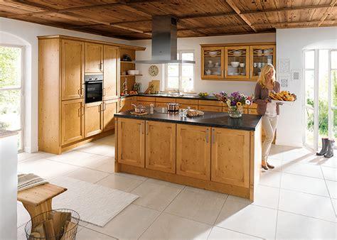 facade bois cuisine cuisiniste classique haut de gamme avec façade bois gbs