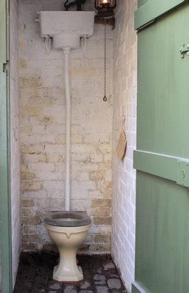 lavatory   courtyard  court  birmingham