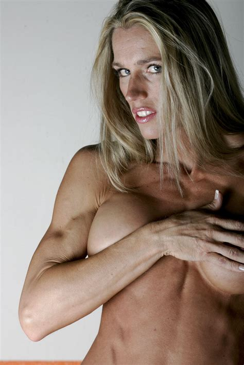 Porn Pic From Blonde Muscle Milf Showing Her