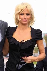 Pamela Anderson X : pamela anderson wears stockings and suspenders to wedding celebrity news showbiz tv ~ Medecine-chirurgie-esthetiques.com Avis de Voitures