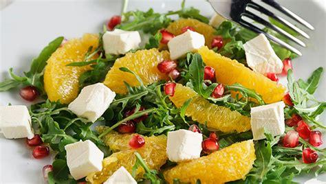 Sallatë me portokaj, rukola dhe djathë dhie - Sallatat