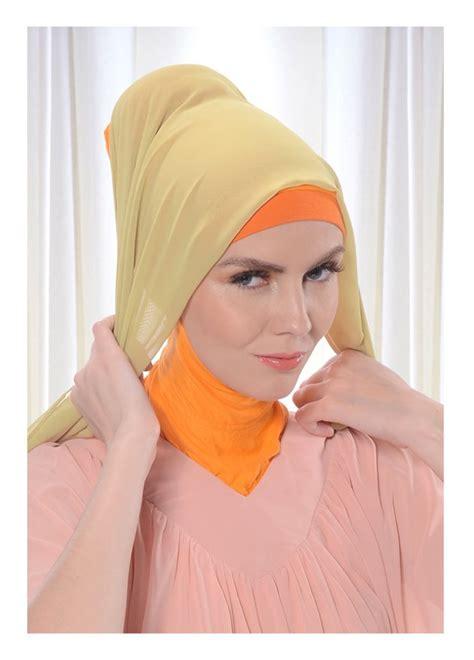 memakai jilbab modern gaya