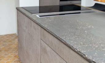 Leicht Küche Mit Grauwacke Arbeitsplatte Und Küchenfronten