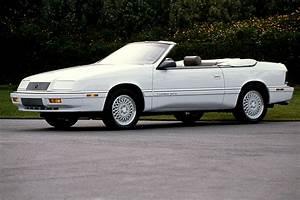 Chrysler Le Baron Cabriolet : 1990 95 chrysler lebaron coupe convertible consumer guide auto ~ Medecine-chirurgie-esthetiques.com Avis de Voitures