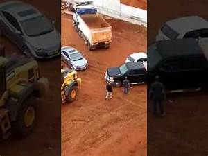 Fight at the construction site - YouTube