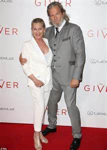 craig t nelson and robin mccarthy taylor swift oozes sophistication at the giver premiere in