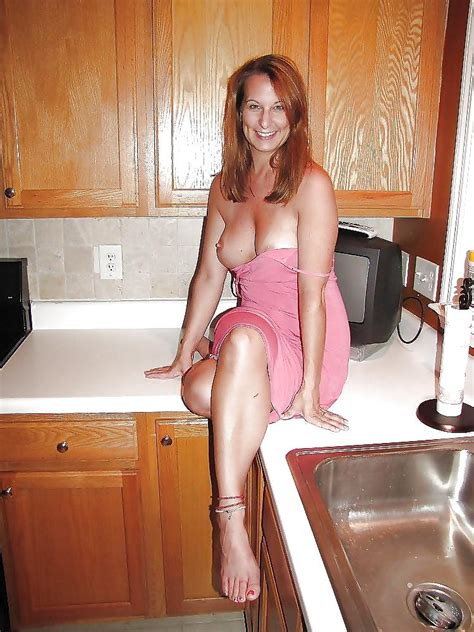 Hot Moms In Kitchen 25 Pics
