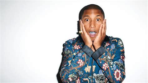 Pharrell Williams, Con El Puño En Alto, Llama A La