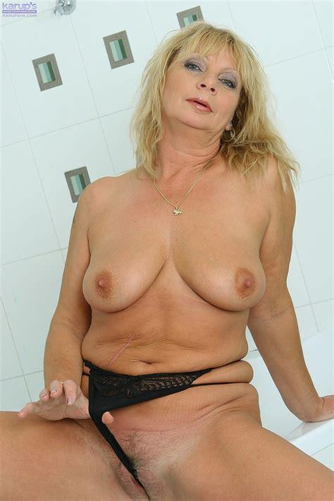 Mature Blonde Rita Pamer Her Pink Kitty Milf Fox