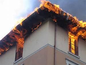 Casa immobiliare, accessori: Canna fumaria camino a legna