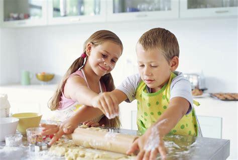 cuisiner pour les enfants cuisiner avec les enfants mes conseils et astuces