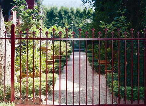leaders  garden pool  industrial fencing arc fences