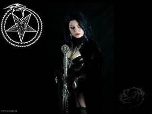 Gothic Woman Wallpaper