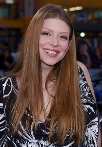 Light Brown Eyeliner Amber Benson Long Hairstyle With A Middle Part For Thick