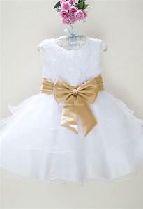 Robes blanches petites filles for Robe de chambre enfant avec artisan rge fenetre