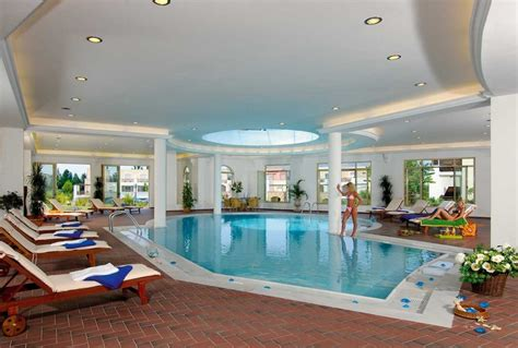 Modern Houses With Swimming Pool. Modern Pool Designs