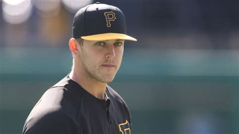 pirates pitcher doesnt  teammates  pee   hand