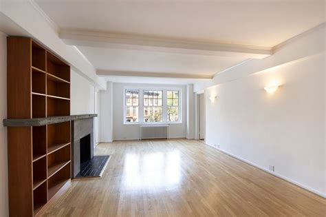 Celebrated Neurologist And Author Oliver Sacks' West Village Apartment Lists For .25m