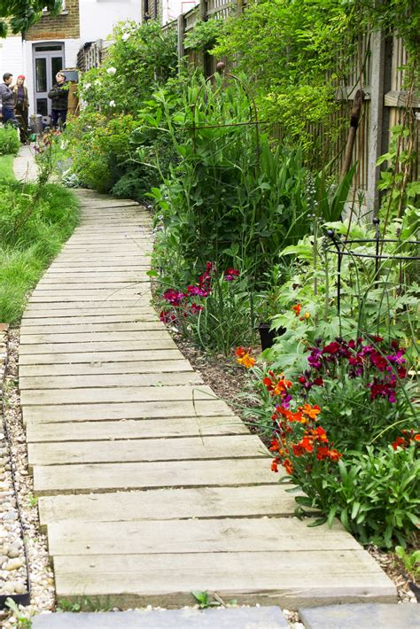 How Important Is Your Garden Path?  The Middlesized