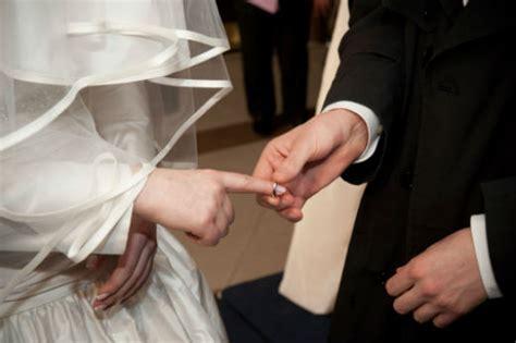 Stylish Sephardic Temple Wedding