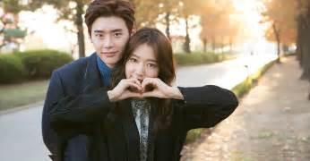 with additional photos of Lee Jong Suk and Park Shin Hye     Koreaboo  Park Shin Hye Boyfriend Real Life 2017