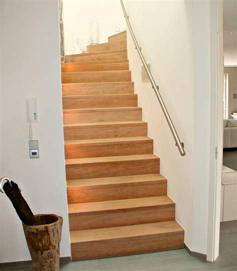 Treppe Mit Holzstufen by Holzstufen Auf Betontreppe Betontreppe Mit Holzstufen