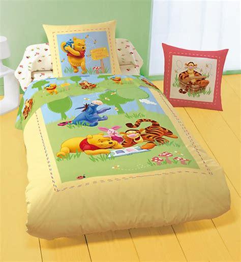 winnie parure de lit tea time winnie l ourson linge de maison decokids tous leurs h 233 ros