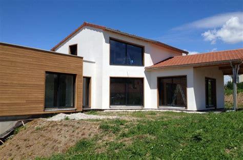 cuisine granit maison moderne toit terrasse crépi et bardage mélèze