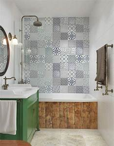 le carrelage mural en 50 variantes pour vos murs With recouvrir carrelage salle de bain
