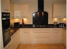 High Gloss cream kitchen with black quartz worktop Thorpe