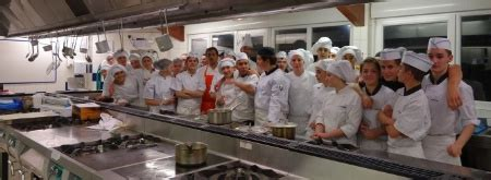 formation cuisine gastronomique des chefs au milieu des élèves