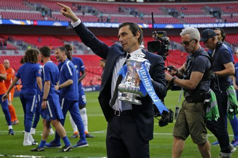 Chelsea news: Fans beg Antonio Conte to stay after FA Cup ...