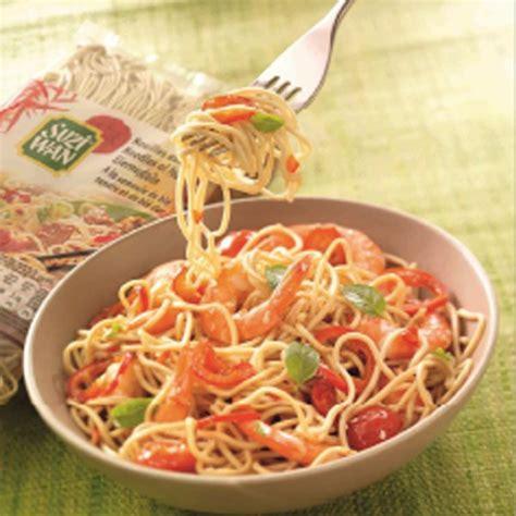 cuisine chinoise nouilles chinoises aux crevettes magicmaman com
