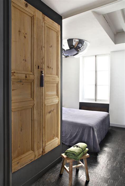 bloc porte cuisine fabriquer une armoire avec des portes anciennes en bois