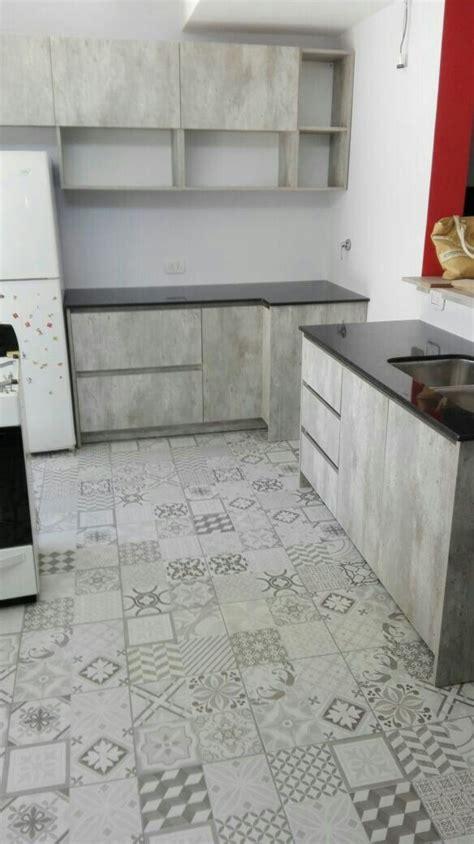 cocina aqui en proceso piso calcareo mueble simil