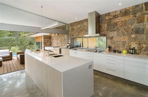mur de cuisine 10 cuisines créatives avec des murs en pierres bricobistro