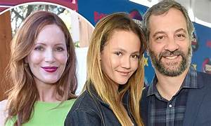 Iris Apatow attends Teen Choice Awards 2017 with dad Judd ...