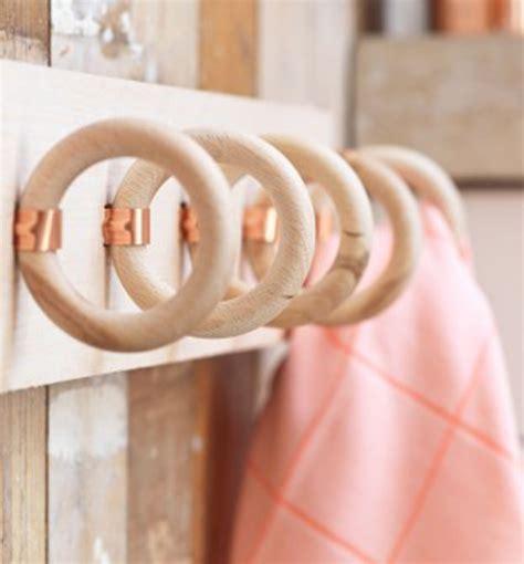 anelli tenda portasciugamani con anelli delle tende riciclo creativo