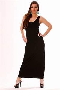 longue robe noire pres du corps et sans manches pour une With robe noire pres du corps