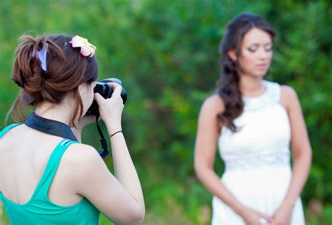 14305 wedding photographers taking pictures 3 things that pro wedding photographers don t want you to
