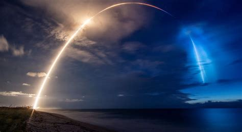 spacex starlink launch puts   spectacular light show